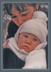 Hivern 1983 - Winter (Sylvia Andreu) Tags: winter portrait woman baby cold retrato hiver bebe invierno 1983 froid frio hivern photoscan