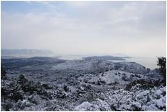 neige et mer (Yvan 83 500) Tags: mer snow nature water eau bleu ciel neige provence nuage plage blanc var couleur matin mditerrane mditerranen 400d