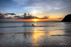 Sonnenuntergang auf Ko Lanta Yai (BilderInfo) Tags: ocean sunset red orange sun colour rot beach water clouds strand thailand evening abend sand nikon meer wasser sonnenuntergang sundown eveningsun  wolken sonne spiegelung krabi farben kolanta reflexe d7000 nikond7000