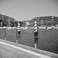 Uno spicchio di lago (sirio174 (anche su Lomography)) Tags: summer lake como estate lungolago cantiere paratie aperturaparziale