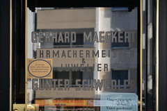 Gerhard Maeckert Uhrmachermeister & Juwelier Gnter Schwedler (Florian Hardwig) Tags: door berlin window lettering tempelhof watchmaker jeweller