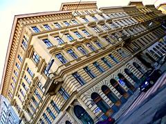 Wien, 1. Bezirk (l'arte delle facciate di Vienna) - Rudolfplatz/Gonzagagasse (Josef Lex (El buen soldado Švejk)) Tags: rudolfsplatz anglesanglesangles gonzagagasse arethisbuildings
