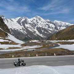 Bikers Heaven at the Groglockner high alpine road (Bn) Tags: auto road park sun mountain snow alps salzburg classic tourism ice nature car geotagged austria oostenrijk back sterreich high topf50 heaven driving tour altitude famous curves bikes haus downhill cliffs harley glacier route riding alpine national massive toll harleydavidson motorcycle motor winding brochure davidson pleasure 48 hairpin bikers riders hohe highest kilometers gletsjer pasterze tauern motorists vtwins 50faves edelweisspitze grosglockner kaiserfranzjosefshhe hochalpenstrase grosglocknerhochalpenstrase naturschau 29eur geo:lon=12826999 geo:lat=47119607