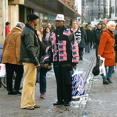 Stars & Stripes forever and ever and ever and........ (Akbar Simonse) Tags: street people urban holland men netherlands square candid streetphotography had aldi streetshot straat starsstripes hoed straatfotografie straatfoto straatfotograaf dedoka akbarsimonse
