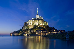 France - Normandie - Mont Saint-Michel (Thierry B) Tags: france architecture night geotagged photography twilight frankreich europa europe exterior photos nacht outdoor dusk dr bynight explore normandie bluehour sanmiguel monuments crpuscule geotag fr normandy extrieur religions nocturne manche westerneurope montsaintmichel panoramique   abbaye  geolocation  photographies 2011  catholique bassenormandie  horizontales europedelouest noctambule heurebleue  patrimoinemondial    quinoxe  abbayedumontsaintmichel photosnocturnes gotagg thierrybeauvir beauvir lesensdusacr wwwbeauvircom droitsrservs heuremagique  reflectionslovers photothierrybeauvir 20110928
