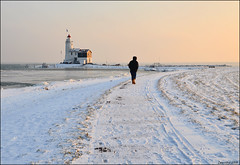 december 18th 2010 - just one year ago (leuntje (on tour)) Tags: winter lighthouse snow holland ice netherlands island frost sneeuw vuurtoren marken ijsselmeer ijs vorst markermeer northholland gouwzee hetpaard hetpaardvanmarken