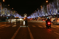 Nel sur les Champs-lyses  Paris (Danny VB) Tags: auto life christmas light paris tree les night  boulevard traffic decoration noel arbres lumiere moto sur nightlife autos popular deco rue nuit automobiles dcoration lumieres populaire champslyses motorist nel motocycliste nightife traffique