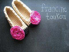 spectator poppies (FRANCINE TOUKOU) Tags: flowers wedding diy crochet bridesmaid pdf bridal slippers patter roomshoes crochetslippers crochetslipperpattern