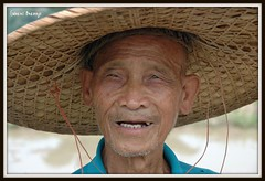 La sonrisa de un viejo campesino - Guangxi - China - Explore (Gabriel Bermejo Muoz) Tags: china old travel portrait people man face look hat rural asian ancient asia native expression retrato yangshuo traditional country cara grandfather chinese oldman folklore personality elderly older campo expressive sombrero tradition granddad anciano mirada viejo wrinkles personalidad hombre indigenous peasant chino guangxi tradicional campesino rurallife indigena expresion arrugas nativo asiatico peopleoftheworld countryman asiapeople asianpeople expresivo gentedelmundo gabrielbermejomuoz