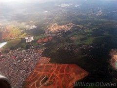 PR-WJA (William Oliveira.) Tags: plane airplane flying boeing takeoff guarulhos decolando aviacion wingview 737300 aeronave webjet prwja
