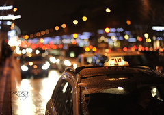 Paris Taxi (Perolo Orero - www.orerofotografia.com -) Tags: light paris france art cars love luz valencia car photography yahoo google nikon couple photographer arte pareja bokeh amor taxi champs coeur sacre trfico manuel francia corazn coches campos novios pero monmartre eliseos fotografa sagrado elisee krop orero orerofotografia wwworerofotografiacom