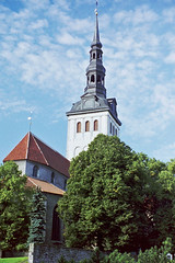 Niguliste church, Tallinn (Miche & Jon Rousell) Tags: street city blue clouds tallinn estonia baltic oldtown nigulistechurch