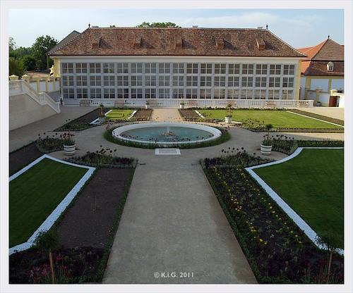 Schlosshof: westliche orangerie 2011-05