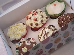 תוצר מוגמר (Sharona R) Tags: cupcakes baking sweet chocolate cream cupcake workshop frosting topping עוגה מתוק סוכריות עוגות קרם טעים ציפוי אפיה קאפקייק