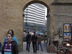 Casablanca - la tua banca ha occhi solo per te (Alberto Cameroni) Tags: leica eyes occhi morocco maroc porta marocco medina casablanca 43 younggirl artigianato maroccans medinavecchia bmci dlux4