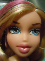 Heart Breakerz Cloe closeup (alexbabs1) Tags: spring dolls day heart sweet entertainment jade valentines mga 2012 bratz cloe heartz breakerz meygan mgae sp12 hbcloseupz
