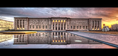 The Nelson Panarama (Cassaw [Creative]) Tags: reflection water museum kansascity bluehour hdr nelsonatkinsmuseum bloch