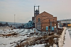 Moorgreen Colliery demolition 1986 (Tripletreat) Tags: uk england building industry buildings mine industrial britain decay demolition mining coal desolate derelict demolished industriallandscape nottinghamshire crumbling colliery delapidated moorgreen