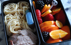 Oodles of noodles bento (Judy's Notebook) Tags: berries pork bento hajime sakon somennoodles