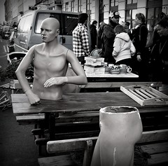 Man in halfs (Jens Rost) Tags: mannequin copenhagen mann nørrebro fleamarket københavn mand manekin antik halbe maniquí manken 模特 مانکن norrebro loppemarked ravnsborggade halfman マネキン halv манекен indossatrice mannekiini عارضةأزياء پتلا