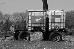 Tja, wat moeten we hier van zeggen... (johanw8um) Tags: rural container gees oud kar drenthe ibc wagen oosterhesselen nikond300 ibccontainer