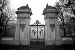 come in and find out (grauphilter) Tags: gate tor schlosspark schlossplatz oranienburg 50d 1585