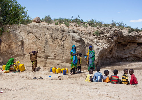 Kids watching nomadic people digging a well in Lasadacwo - Somaliland