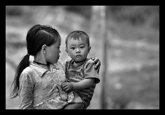 red dzao brother and sister (Cynthia Brown Images) Tags: family portrait blackandwhite bw baby mountain girl trekking asian nikon toddler infant asia vietnamese village sister brother monotone vietnam 365 villager 70200mm d90 blackwhitephotos vchildren