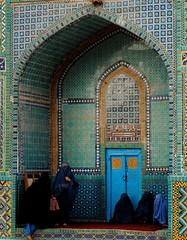 Women in Burqa in Blue Mosque (Najwa Photography) Tags: afghanistan islam hijab bluemosque burqa mazaresharif balkh womeninafghanistan womeninburqa
