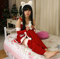 Hopper on Xmas Kitty Rin knee (shiroibasketshoes hopper) Tags: christmas xmas red white tree cute rabbit bunny feet girl beautiful beauty japan asian nice bed toes pretty cosplay barefoot lovely charming