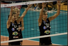 Match de volley avec l'AS Cannes - Prparation au contre ! (Wintry_06) Tags: sport ball nikon cannes ballon match 06 filet volley equipe femmes wintry as d5000 volleyeuses wintry06