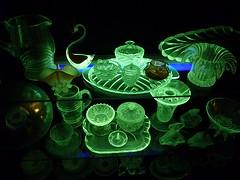 Uranium glass (Jeke) Tags: green glass backlight uv flourescent uranium radioactive glowing pompadour murano artglass vaselineglass bagley uraniumglass annagroen
