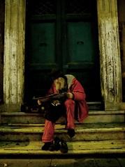 ! / Babbo Natale si perso per strada! (GrusiaKot) Tags: winter italy rome roma travelling found lost evening newyear riposo santaclaus perso lettura roadmap happynewyear babbonatale