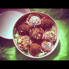 1/366: kitchen ninja truffles (nyah74) Tags: pink food orange green paper 1 candy desert sweet box chocolate nuts 365 truffle edible coconuts chocolatetruffles 2012 1365 hazelnuts cacao foodphotography kitchenninja trf procookingstuffp
