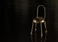 Chairpagne (Diego Eidelman) Tags: original metal canon dark studio eos gold golden chair darkness wine steel seat champagne flash creative estudio reflected silla 7d reflejo getty wireless remote sparkling handycraft artesana vino gettyimages dorado oro chapa acero aluminio oscura alambre bozal asiento metlica creativa remoteflash flashgun speedlite wirelessflash espumante alluminium 70300l strobist diegoeidelman ef70300mmf456lisusm