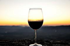 ...e chi non beve in compagnia, o  un ladro o  una spia!!!!!!!!!!!  (explored #8 and FP 12jen2012) (Claudia Gaiotto) Tags: sunset landscape tramonto wine pleasure vino piacere atardacer andiamoafarelaperitivoavolterra sonogiainmacchina