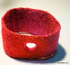 Tast week 2  buttonhole stitch (viltalakim) Tags: armband felt bracelet vilt borduren festonsteek viltalakim pintangle tast2012