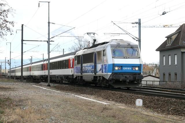 """""""En Voyage"""" BB 26164 avec IC 90 pour Bruxelles"""