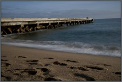 Vers l'infini et au-del (Wintry_06) Tags: ocean sea mer beach water gris sand nikon eau sable 06 vague plage ponton filtre ecume wintry ocan nd400 d5000 platinumheartaward wintry06