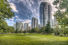 The green city (Fil.ippo) Tags: city verde green vancouver skyscraper sigma columbia british grattacielo 1020 hdr filippo città canda d5000