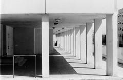Roma vigne nuove 027 (Nonnismi) Tags: bw rome roma film bn suburb periferia colonnade 400asa portico pellicola colonnato cementoarmato viadellevignenuove