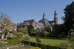 Ravenstein - binnenstad (grotevriendelijkereus) Tags: city holland netherlands yard garden town village nederland tuin stad dorp ravenstein gelderland plaats