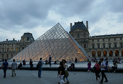 Warm Spring evening at the Louvre pyramid (Monceau) Tags: light gold pyramid dusk louvre glowing inside musedulouvre