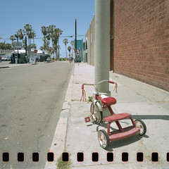 radio flyer. venice beach, ca. 2016. (eyetwist) Tags: california venice red 120 6x6 mamiya film kids analog mediumformat palms square toy 50mm la vanishingpoint losangeles los angeles kodak walk empty tricycle parking cine ishootfilm holes palmtrees socal venicebeach mp analogue eastman padlock radioflyer handlebars banal westla speedway sprocket sprockets marketst emulsion 160 oceanfront eggleston keykode filmstock c41 65mm cutdown ofw eastmankodak 5203 lfl angeleno 50d oceanfrontwalk lenstagger eyetwist 6mf mamiya6mf ishootkodak epsonv750pro ecn2 vision3 recentlyprocessedfilm filmexif eyetwistkevinballuff remjet mamiya50mmf4l littlefilmlab vision3520350d nicktrick ntphotoworks