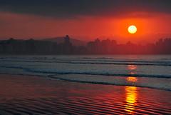 Bom dia Santos (De Santis) Tags: ocean sea brazil orange sun sol praia beach brasil skyline sunrise dawn 1 mar canal reflex nikon laranja sp santos paulo reflexo são josé menino oceano nascendo d3000 flickraward