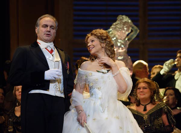 Renée Fleming in La traviata  © Catherine Ashmore/ROH 2011