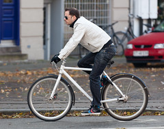 Copenhagen Bikehaven by Mellbin - Bike Cycle Bicycle - 2011 - 0687 (Franz-Michael S. Mellbin) Tags: street people fashion bike bicycle copenhagen denmark cycling cyclist bicicleta cycle biking bici frederiksberg 自行车 velo fahrrad bicicletas vélo københavn sykkel fiets rower cykel 自転車 accessorize copenhague サイクリング デンマーク サイクル мода велосипед 哥本哈根 コペンハーゲン 脚踏车 biciclettes 丹麦 cyclechic cycleculture الدراجة дания копенгаген copenhagencyclechic 骑自行车 copenhagenize bikehaven copenhagenbikehaven velofashion copenhagencycleculture 的自行车