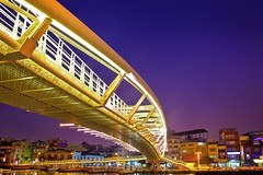 Kaohsiung Harbor Bridge  (Kenny Teo (zoompict)) Tags: bridge blue sunset beautiful wonderful landscape evening harbor yahoo google scenery taiwan best hour kaohsiung getty magazines  kaohsiungharbor    zoompict kennyteo kaohsiungharbourbridge  taiwan