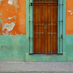 (msdonnalee) Tags: door facade puerta niceshot porta architektur porte fachada  purpledoor facciate arqitetura   photosfromsanmigueldeallende fotosdesanmigueldeallende larqitecture