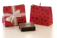 Bolsita Origami motivos navideos (La Xana Artesana) Tags: lazo navidad soap rojo origami chocolate galeria artesanal packaging papel bolsa regalo giftbag xana jabn afrodisaco afrodisiaco jabones artesana jabonesnaturales laxanaartesana xanaartesana